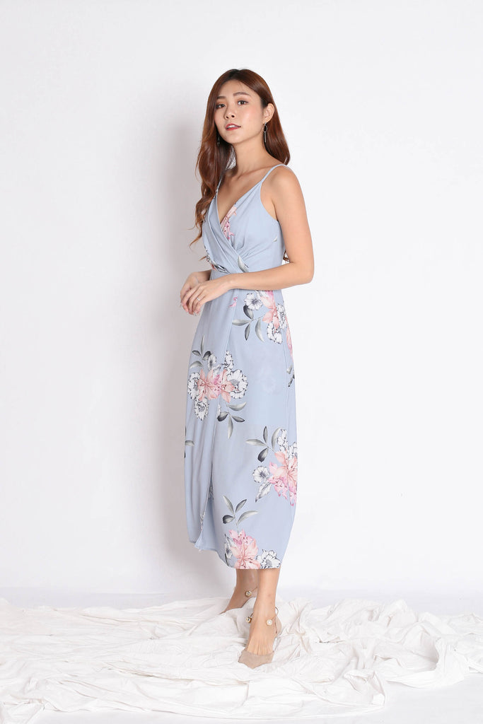 (PREMIUM) SHAYNA MAXI IN DUSTY BLUE FLORALS
