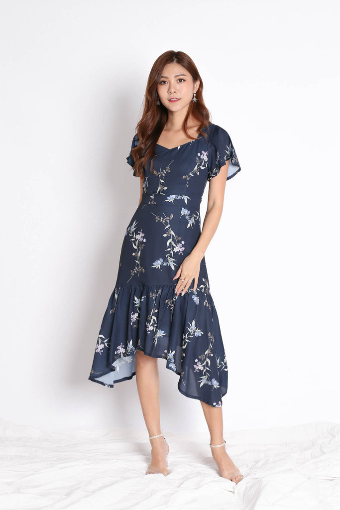 (PREMIUM) SARINA DRESS IN NAVY FLORALS - TOPAZETTE