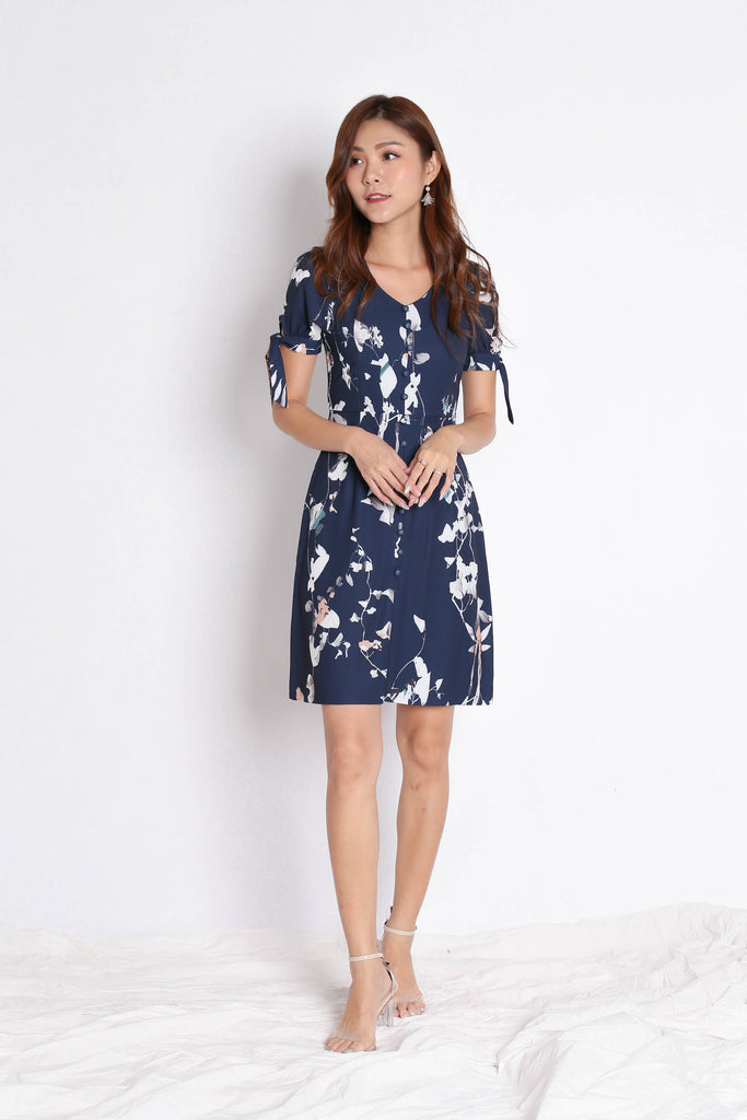 *TPZ* (PREMIUM) KACEE BUTTON DOWN RIBBON DRESS IN NAVY FLORALS - TOPAZETTE
