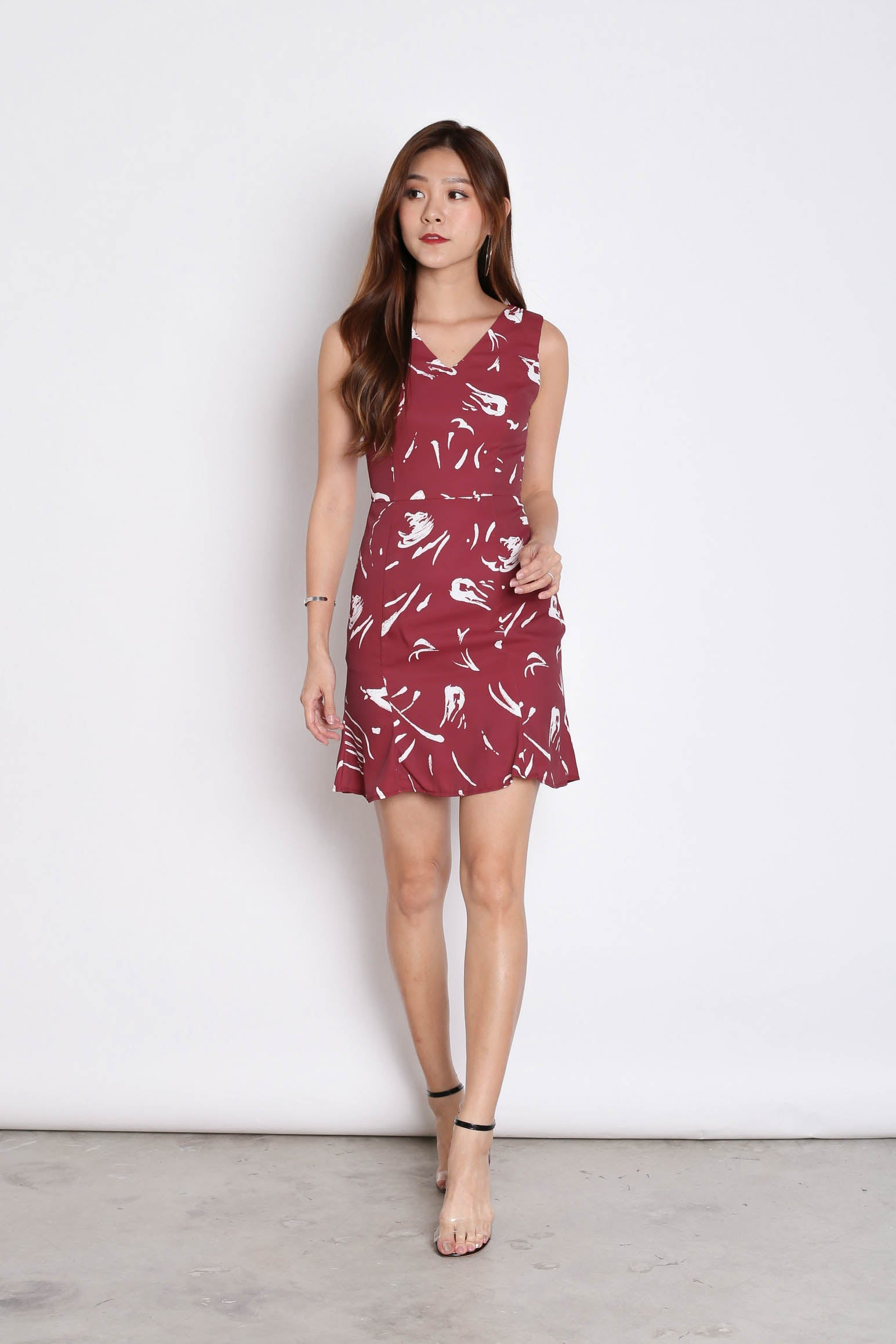(PREMIUM) BRIELL ABSTRACT DRESS IN BURGUNDY