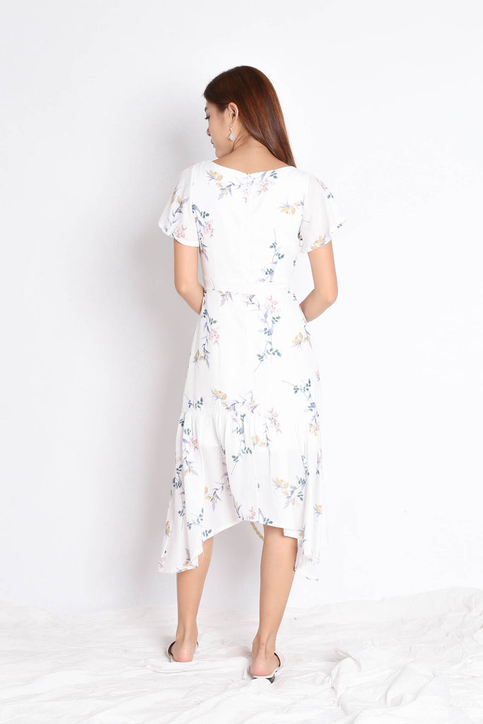 (PREMIUM) SARINA DRESS IN WHITE FLORALS - TOPAZETTE