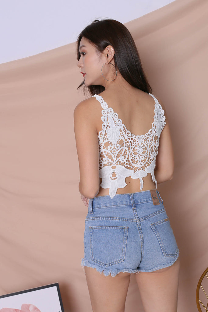 ELIN CROCHET CROP TOP IN WHITE - TOPAZETTE