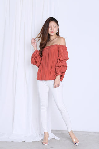 REIEE RUFFLED TOP IN RUST