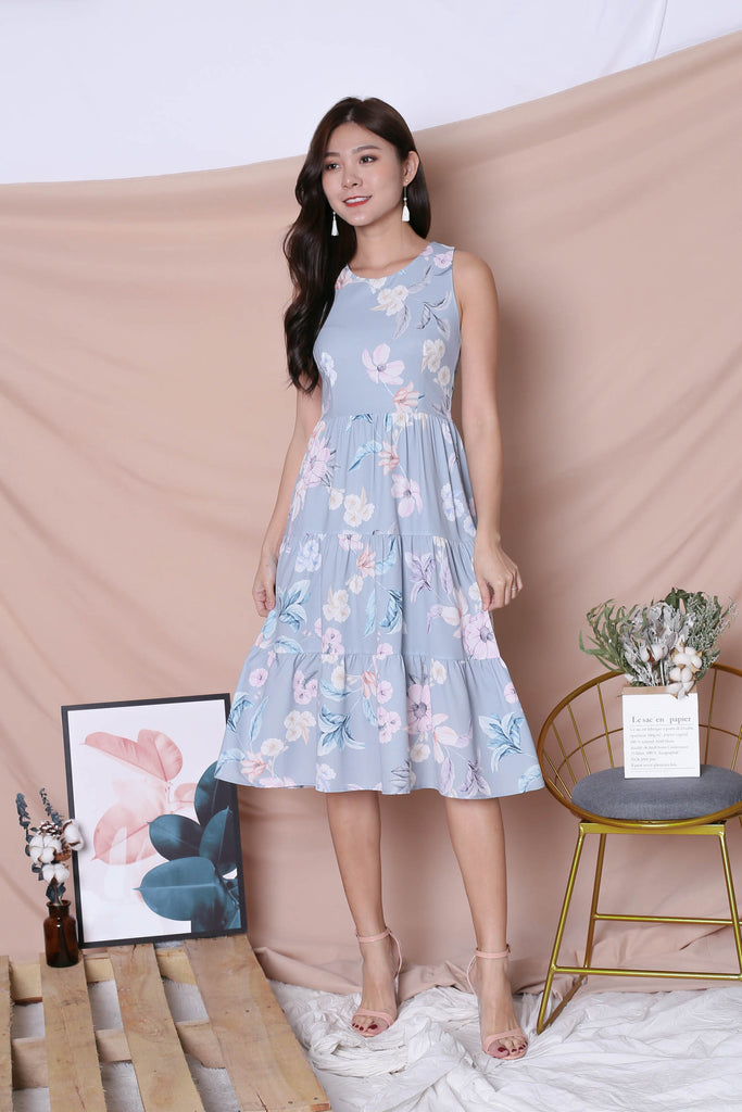 *TPZ* (PREMIUM) ARIANA TIER DRESS IN DUSTY BLUE FLORALS (VERSION 2) - TOPAZETTE