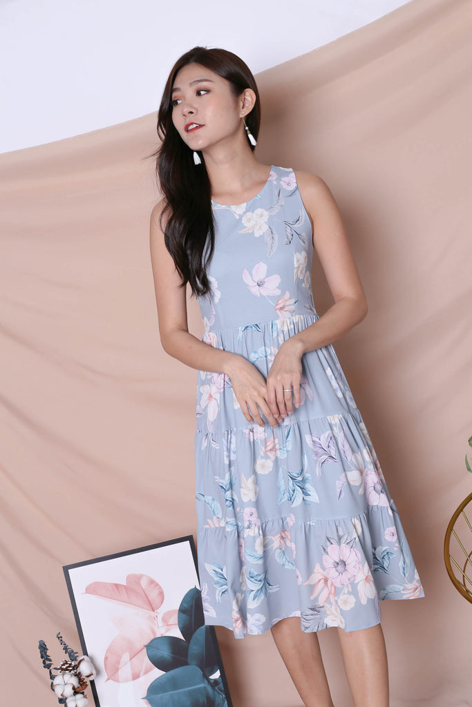 *TPZ* (PREMIUM) ARIANA TIER DRESS IN DUSTY BLUE FLORALS (VERSION 2)
