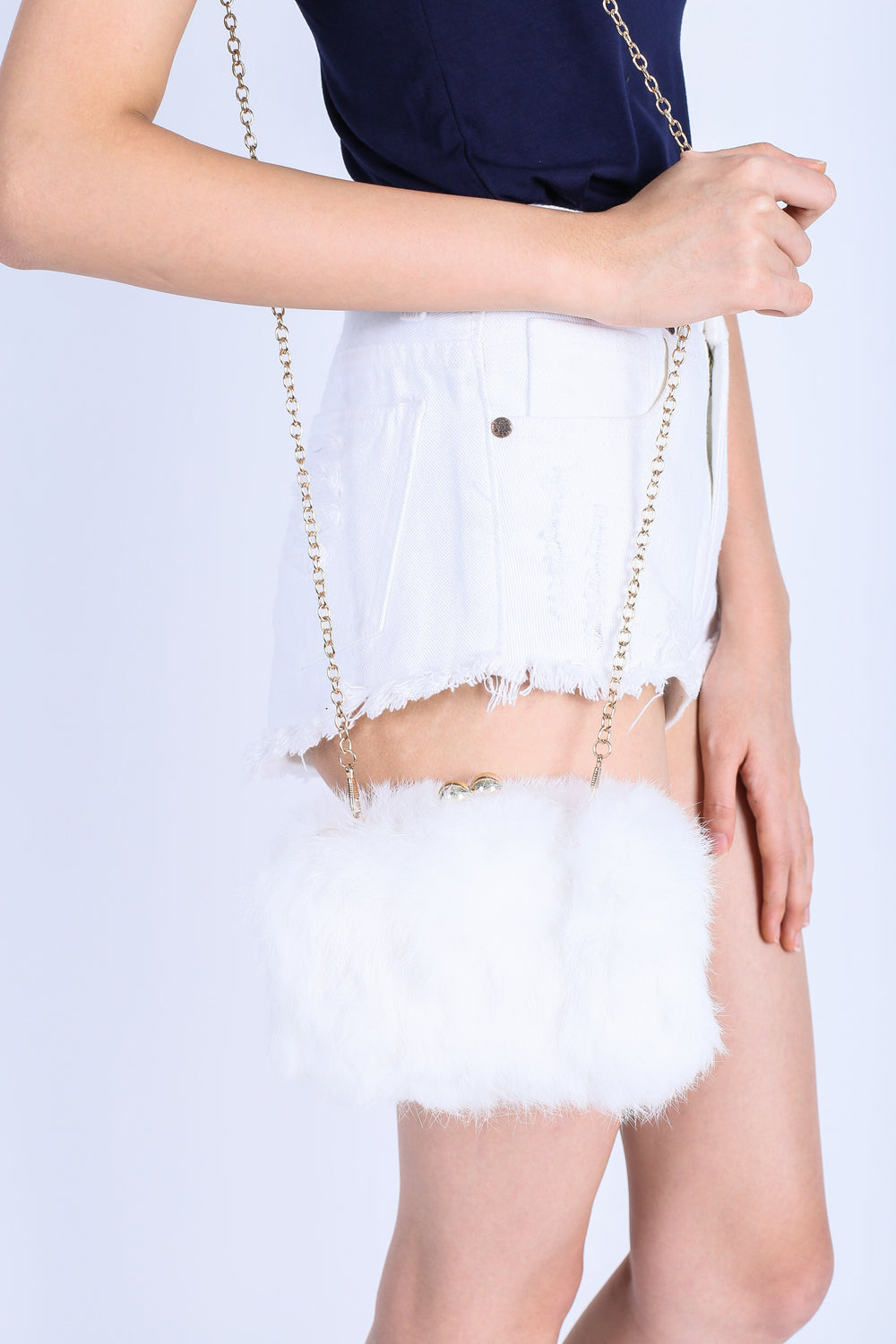 *RESTOCKED* FLUFFY FAUX FUR BAG IN WHITE