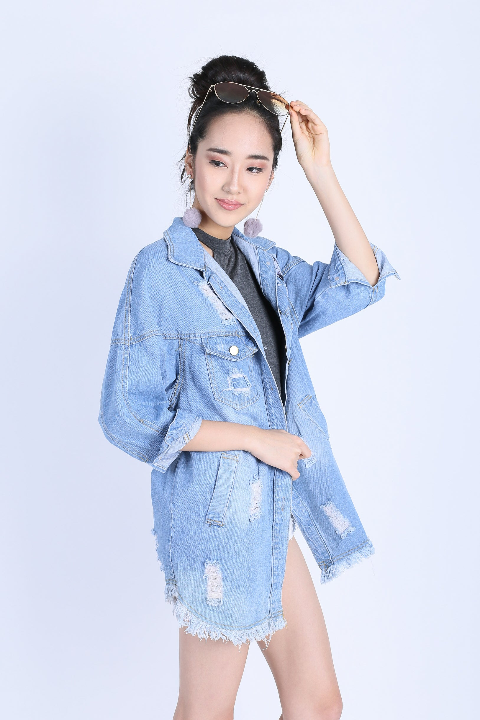 OVERSIZED FRAY BOYFRIEND JACKET (LIGHT DENIM)