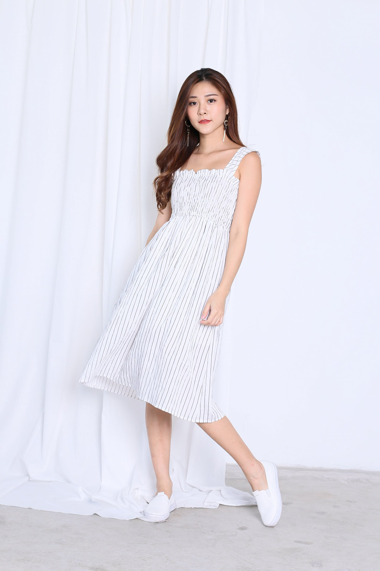 ITZEL BABYDOLL MIDI DRESS IN WHITE
