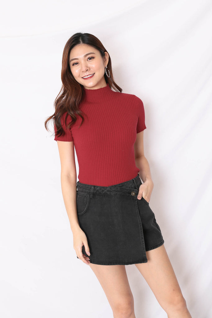 RYLEE HIGH NECK SOFT KNIT TOP IN WINE