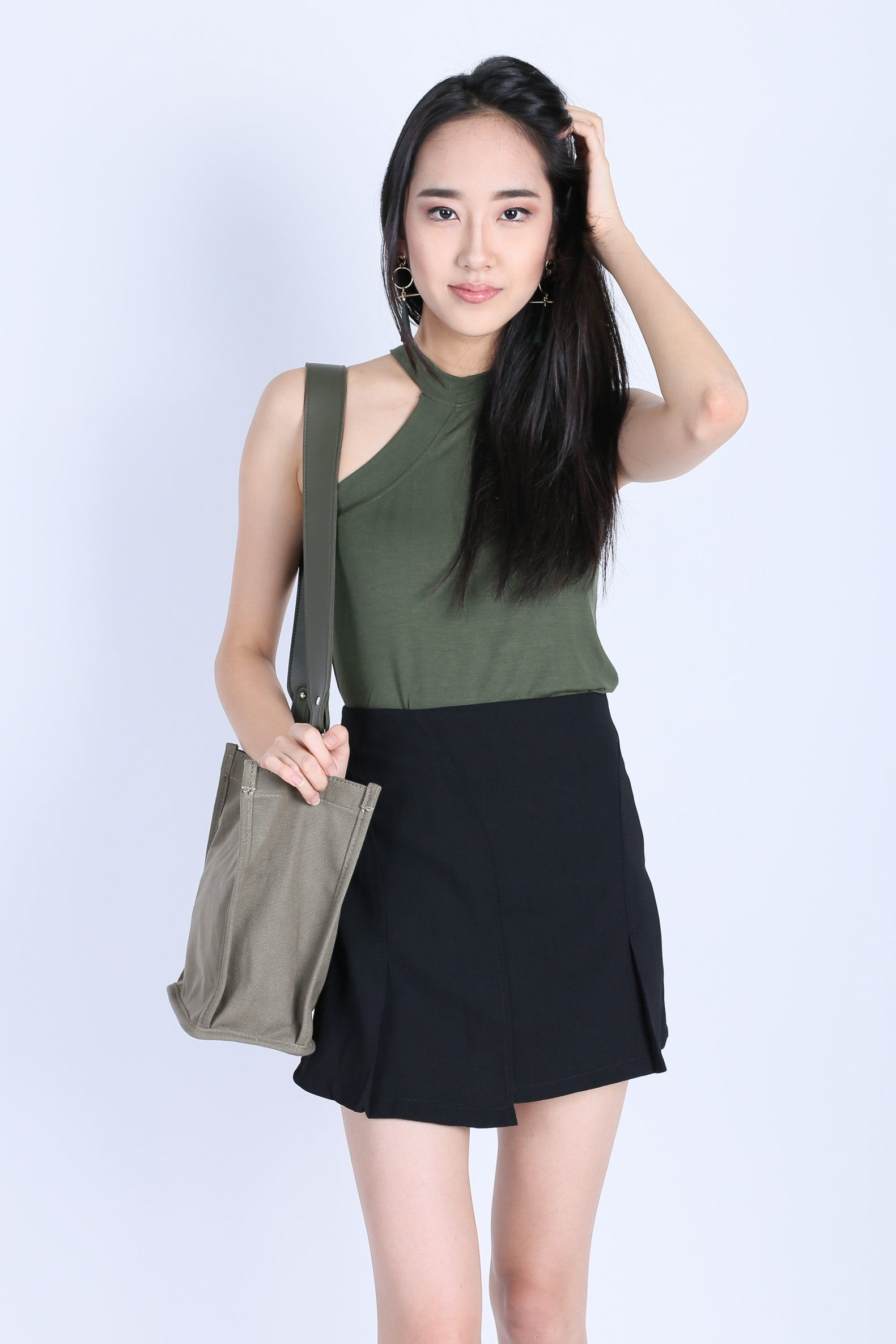 CANVAS BAG IN ARMY GREEN