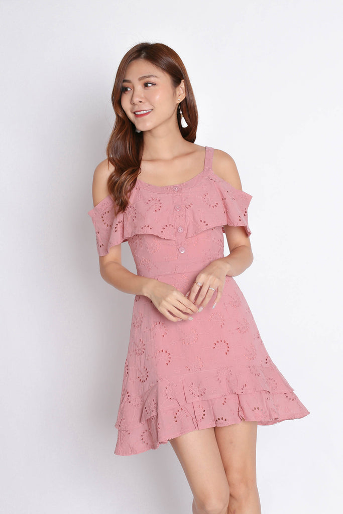 (PREMIUM) GYPSY EYELET DRESS IN PINK - TOPAZETTE
