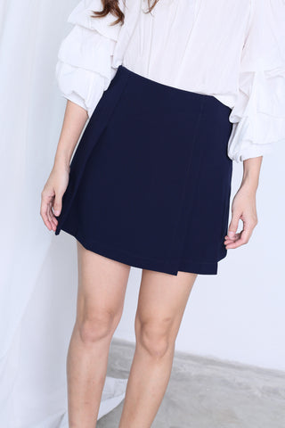 JAYEE MINIMALIST PLEATED SKORTS IN NAVY