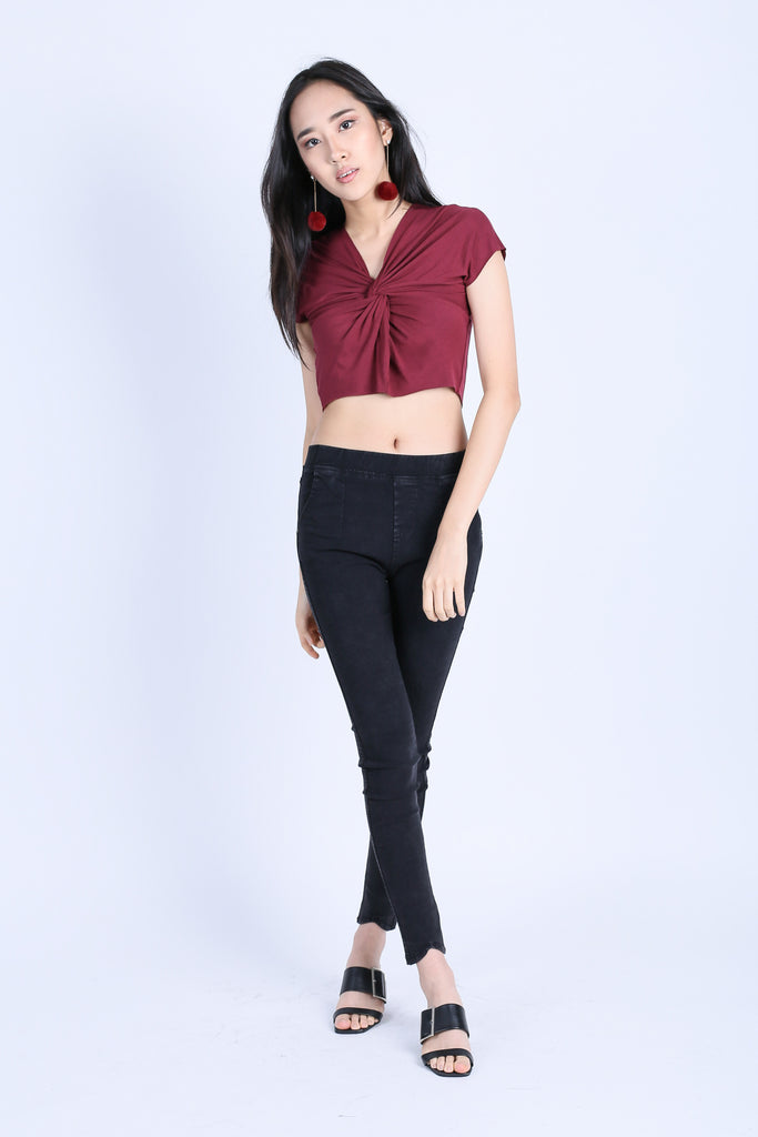 RAW EDGES TWISTED CROP TOP IN WINE
