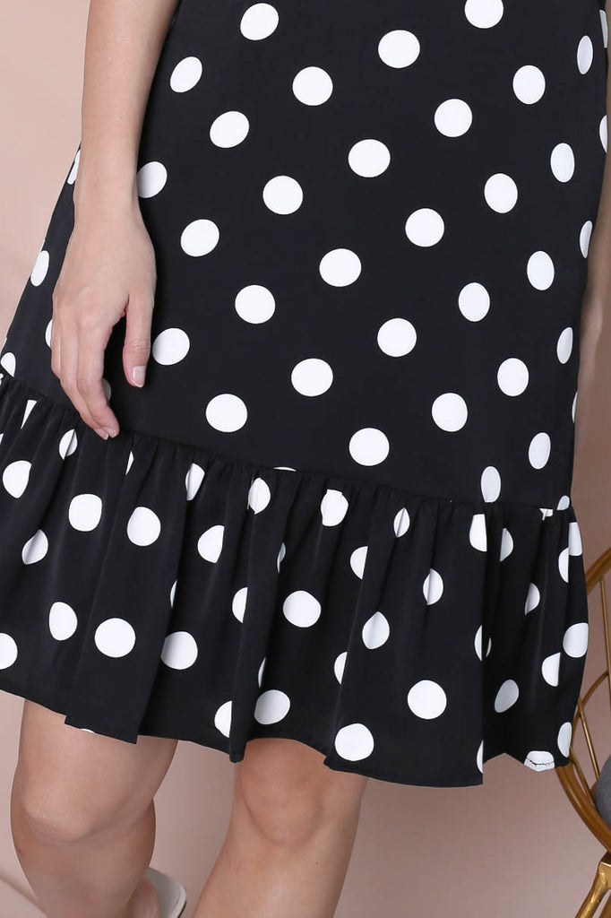 (PREMIUM) POLKA DOT DROP HEM DRESS IN BLACK - TOPAZETTE