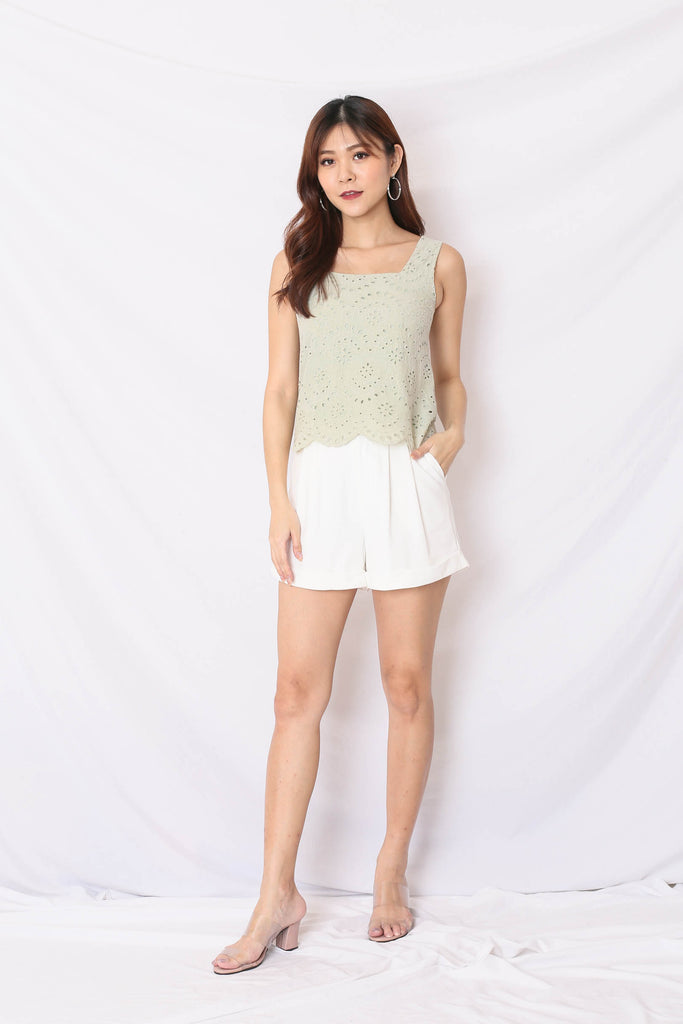 *TPZ* (PREMIUM) QUE EYELET TOP IN SAGE GREEN