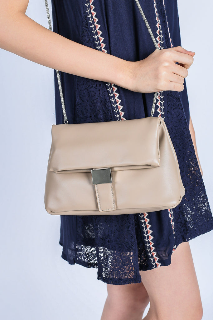 CHLOE SLING BAG IN KHAKI