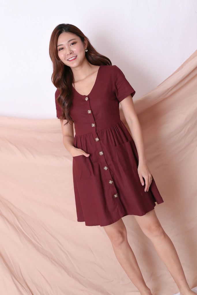 *TPZ* (PREMIUM) DANIELLE LINEN BUTTON DRESS IN BURGUNDY - TOPAZETTE