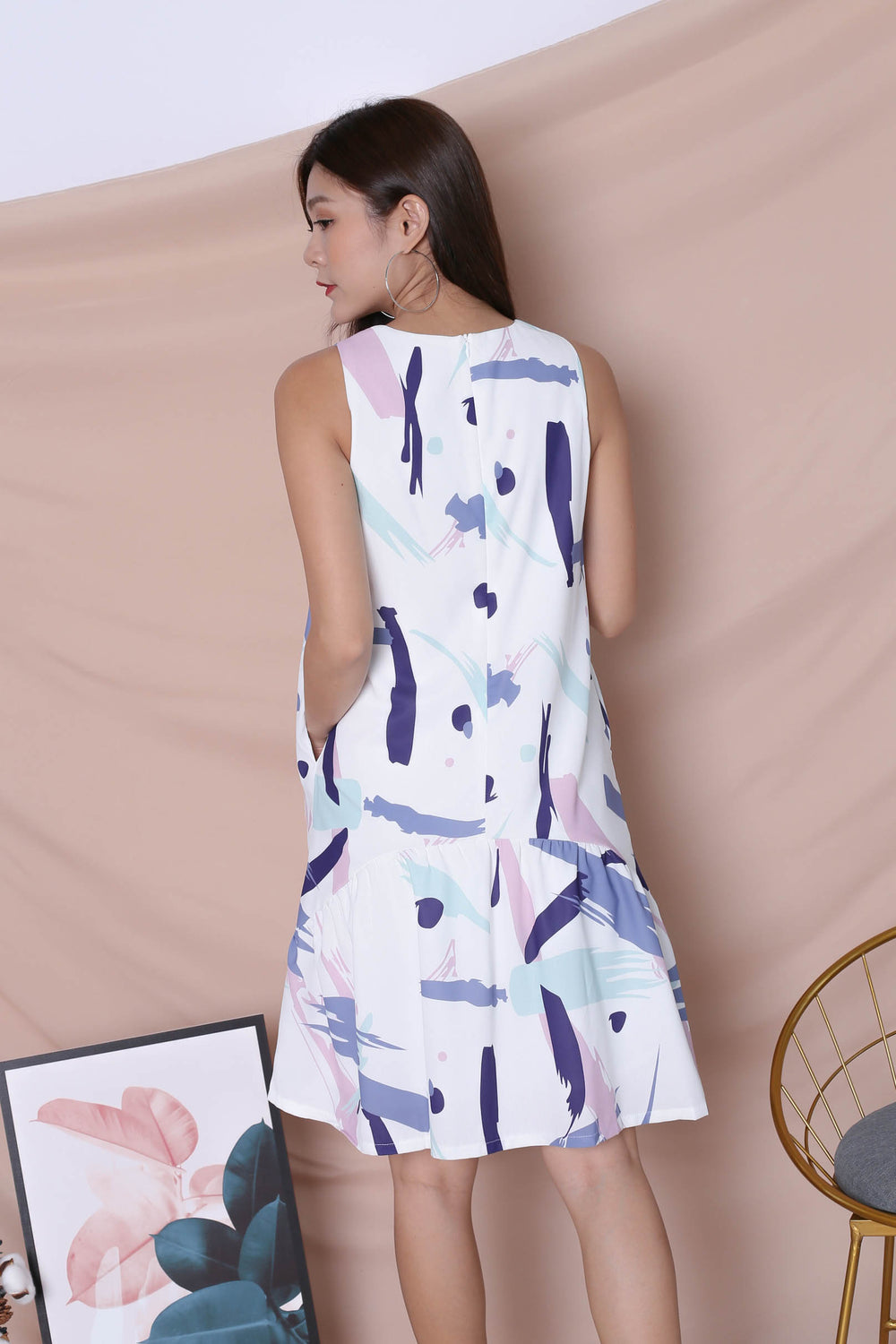 (PREMIUM) ABSTRACT BRUSH STROKES CURVE DROP HEM DRESS IN PURPLE