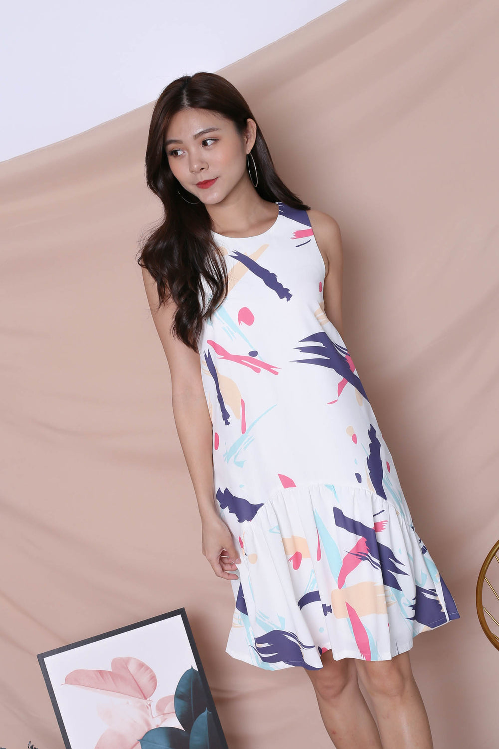 (PREMIUM) ABSTRACT BRUSH STROKES CURVE DROP HEM DRESS IN PINK