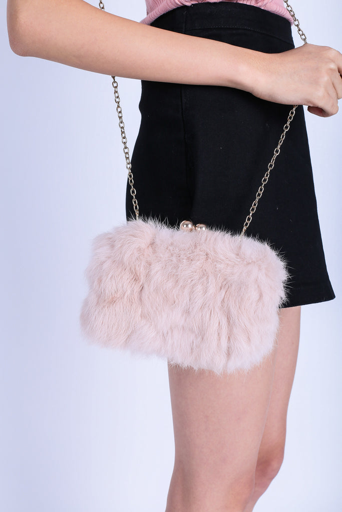 FLUFFY FAUX FUR BAG IN DUSTY PINK