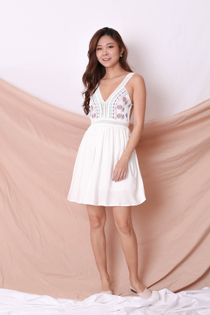 RIVKA EMBROIDERY DRESS IN WHITE - TOPAZETTE