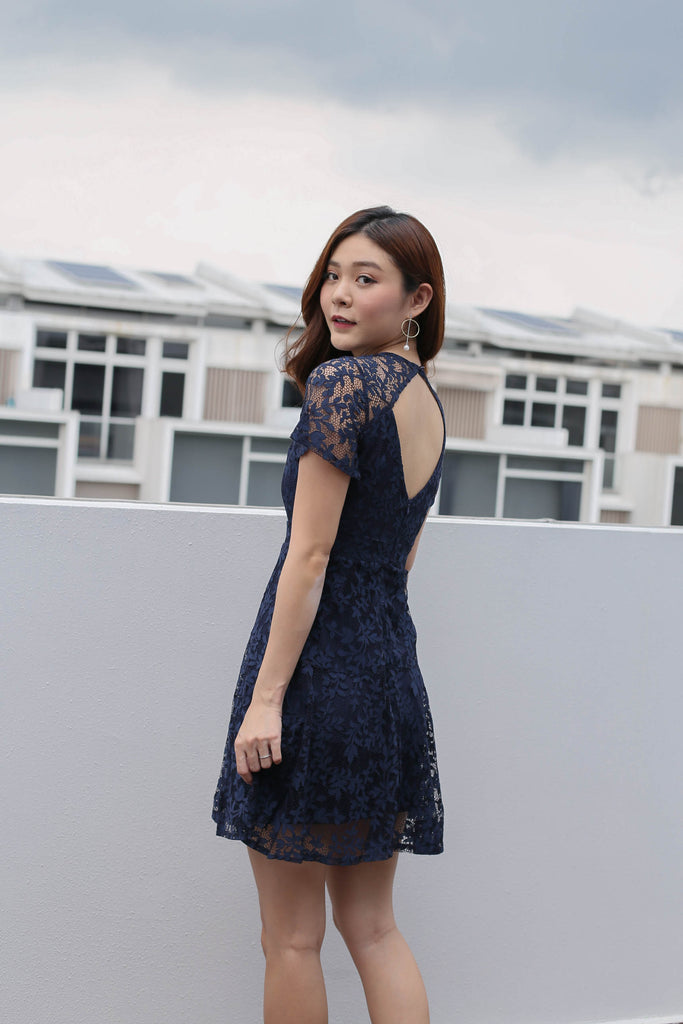 *TPZ* (PREMIUM) ALYTON LACE DRESS IN NAVY