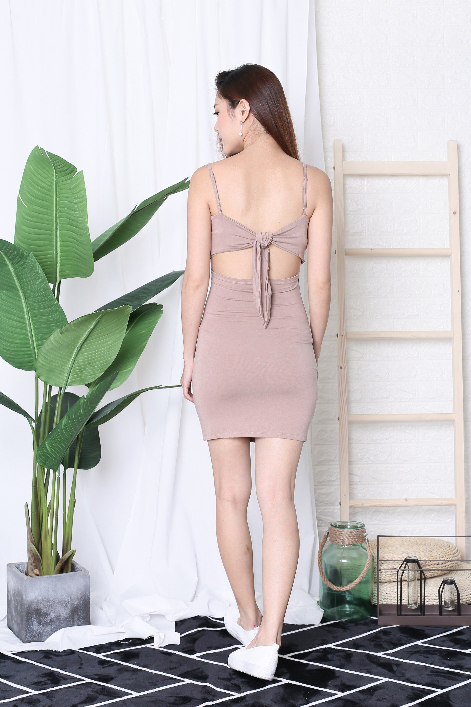 BASIC RIBBON BACK DRESS IN TAUPE