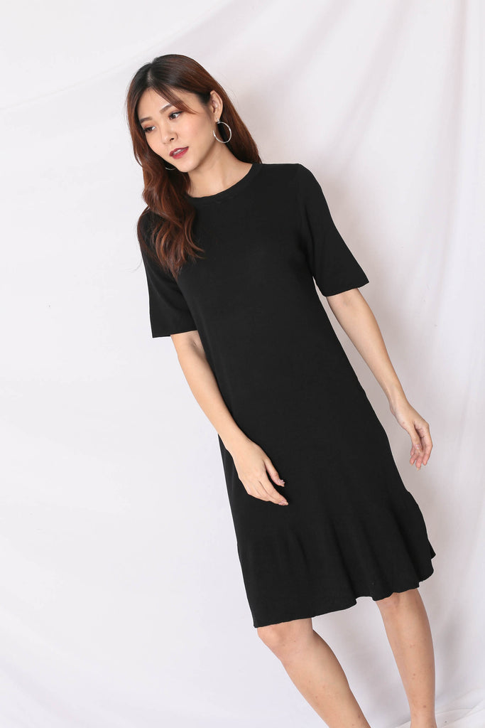 UHN JUNG KNIT DRESS IN BLACK