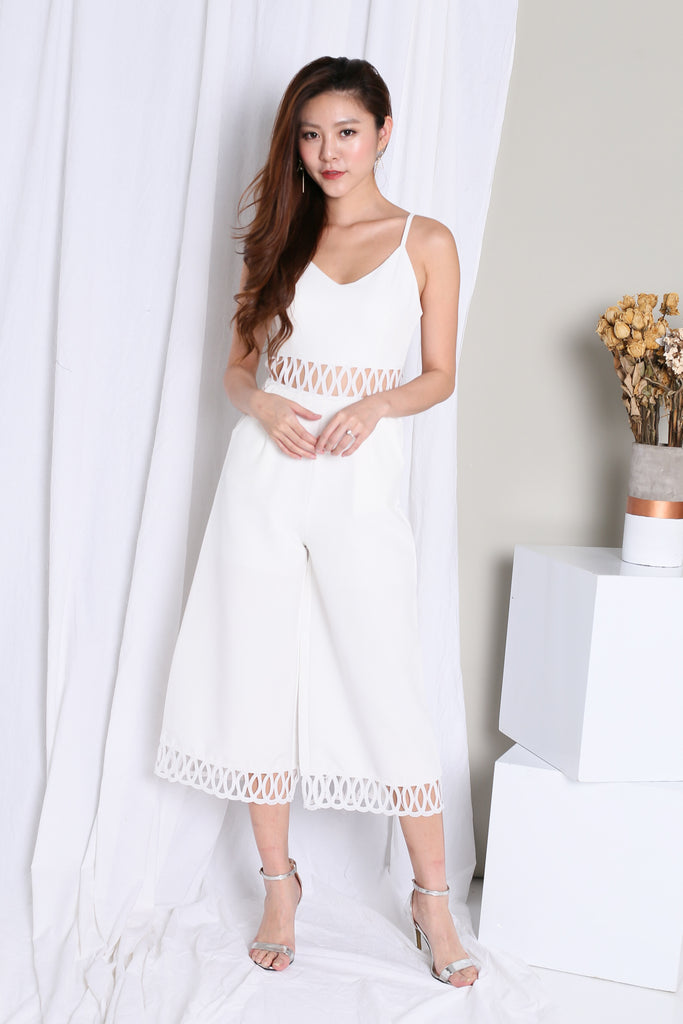 *TOPAZ* (PREMIUM) DANIELLE CUT OUT JUMPSUIT IN WHITE - TOPAZETTE