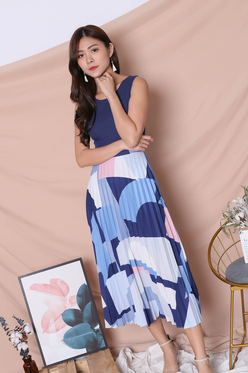 *TPZ* (PREMIUM) XILYN GEOMETRIC ABSTRACT PLEATED MAXI IN NAVY
