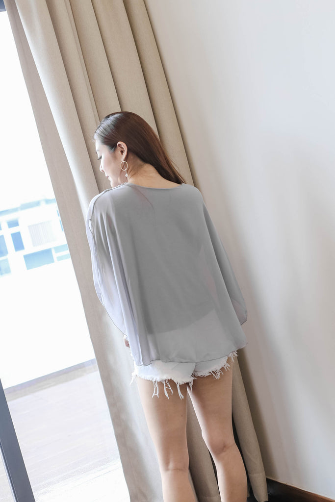 BASIC FLUTTER CAPE TOP IN LIGHT GREY