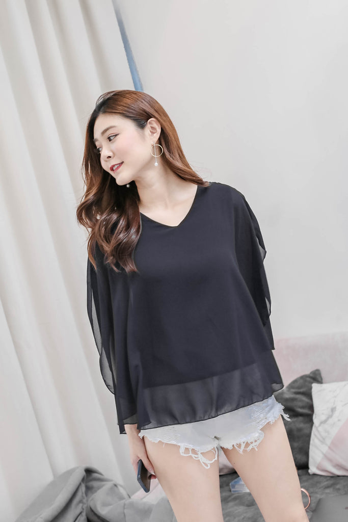 BASIC FLUTTER CAPE TOP IN BLACK