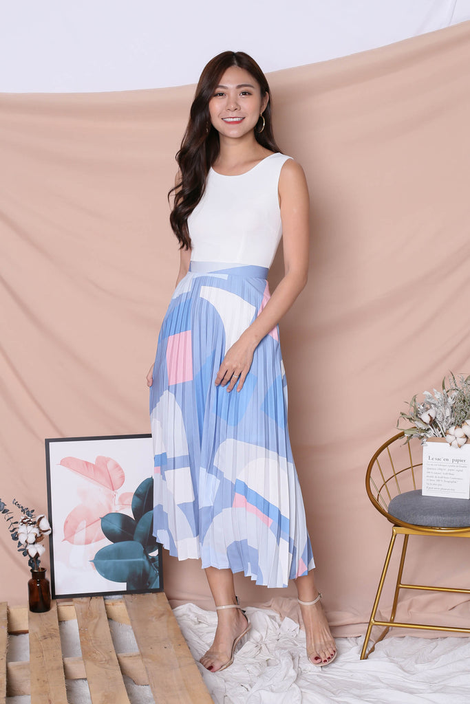 *TPZ* (PREMIUM) XILYN GEOMETRIC ABSTRACT PLEATED MAXI IN WHITE - TOPAZETTE