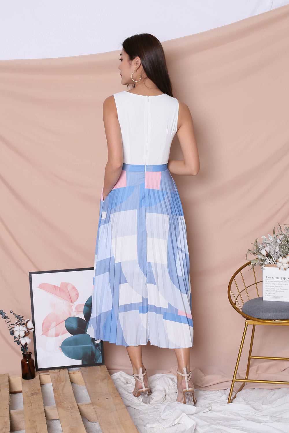 *TPZ* (PREMIUM) XILYN GEOMETRIC ABSTRACT PLEATED MAXI IN WHITE
