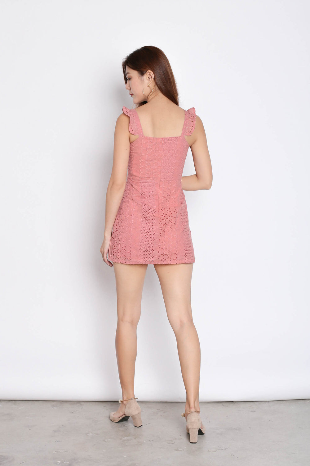 (PREMIUM) JULISSA EYELET PLEATED ROMPER IN PINK