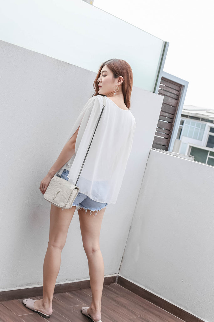 BASIC FLUTTER CAPE TOP IN WHITE