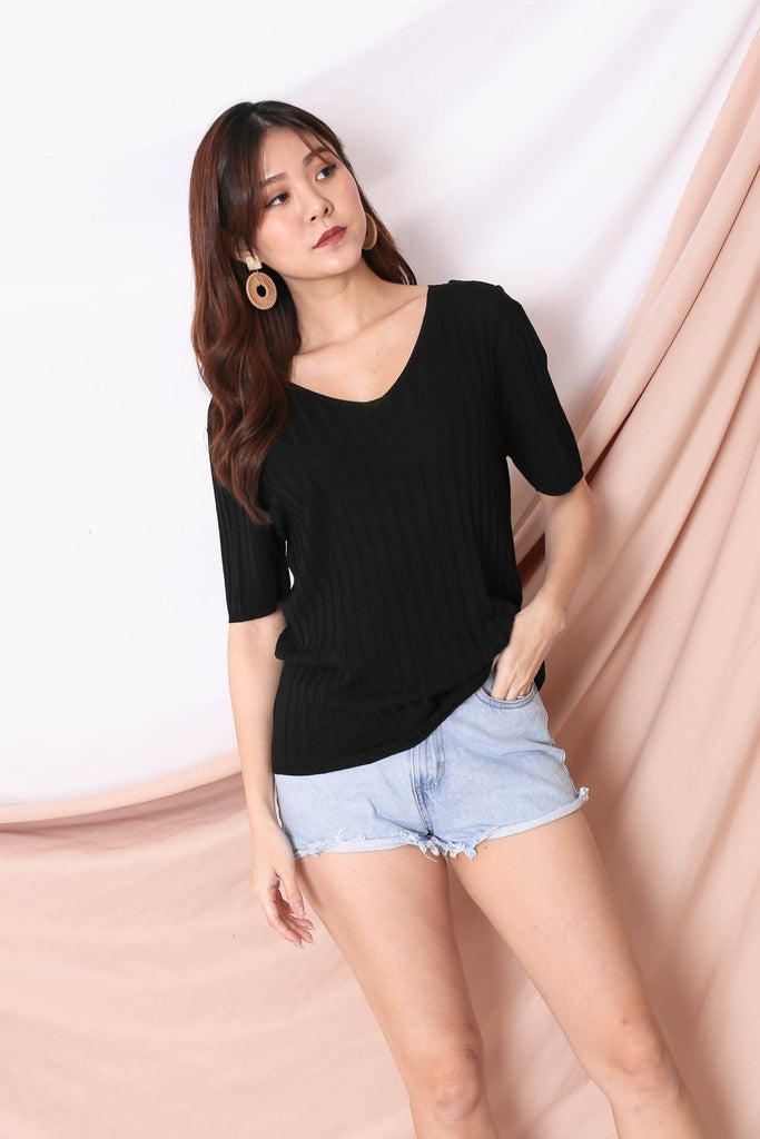 *BACKORDER* QRAL SLOUCH KNIT TOP IN BLACK