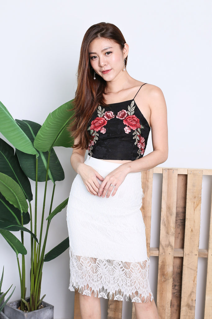 LACE ROSE EMBROIDERY CROP TOP IN BLACK - TOPAZETTE