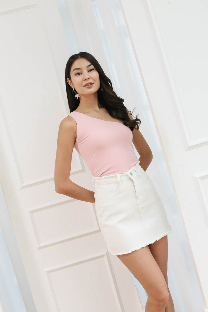 CALISSA FRAY HEM DENIM SKIRT IN WHITE