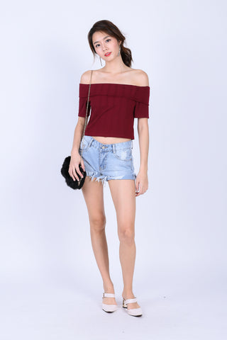 AVIANA OFF SHOULDER KNIT TOP IN WINE