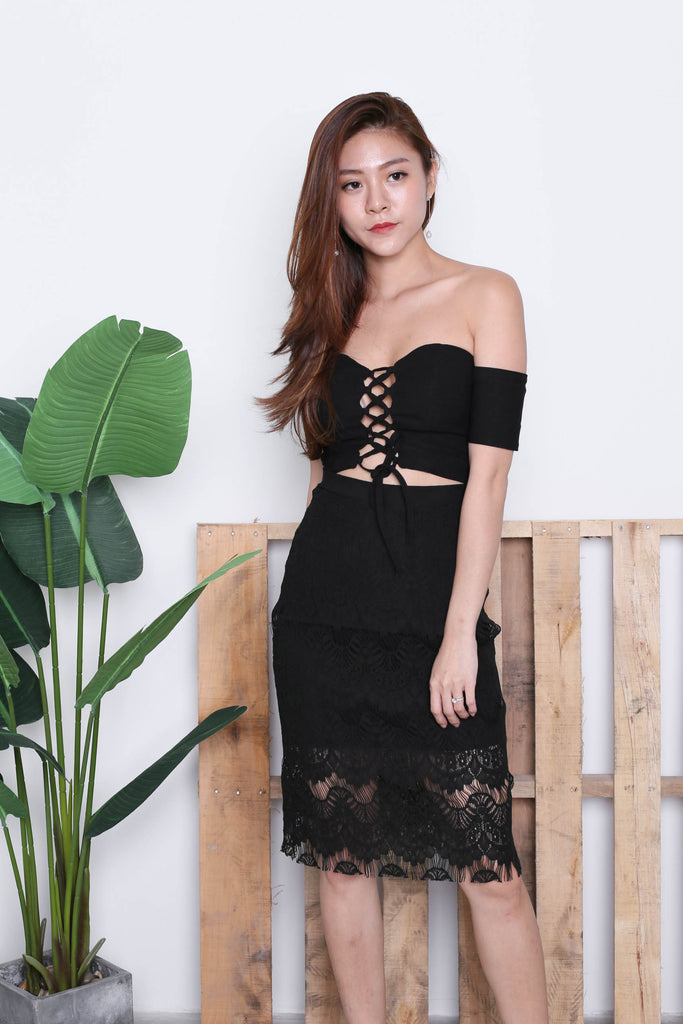 BUSTIER OFF SHOULDER CROP TOP IN BLACK - TOPAZETTE