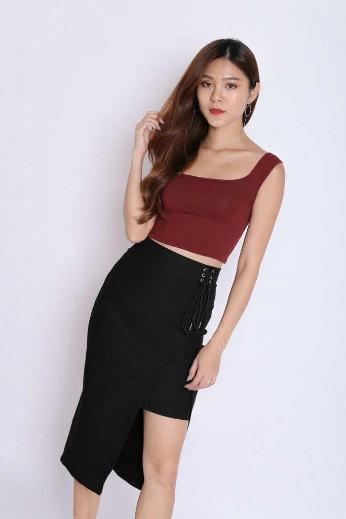 BASIC TOGA SQUARE CROP TOP IN BURGUNDY