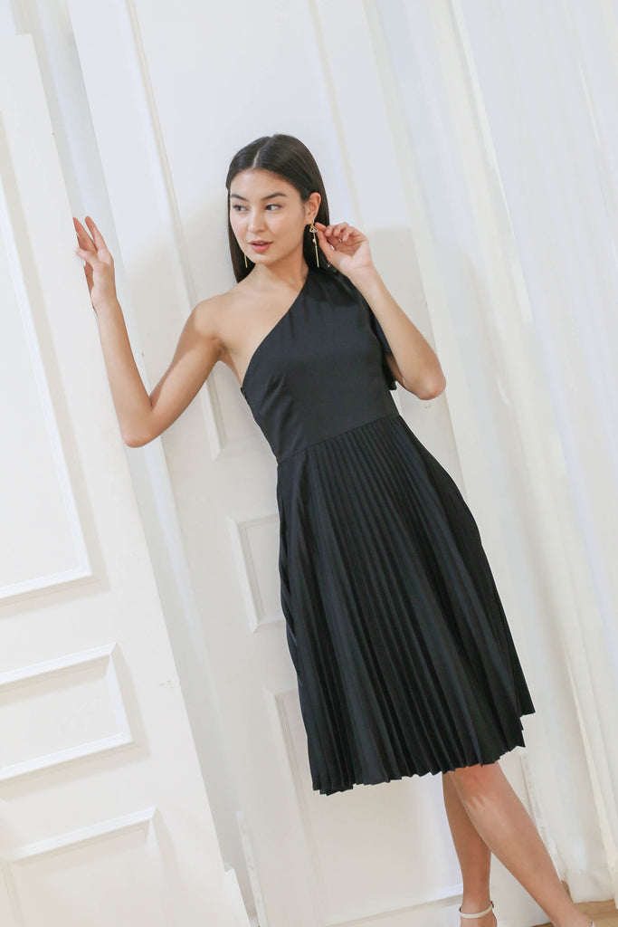 *TPZ* (PREMIUM) SELENE PLEATED TOGA DRESS IN BLACK