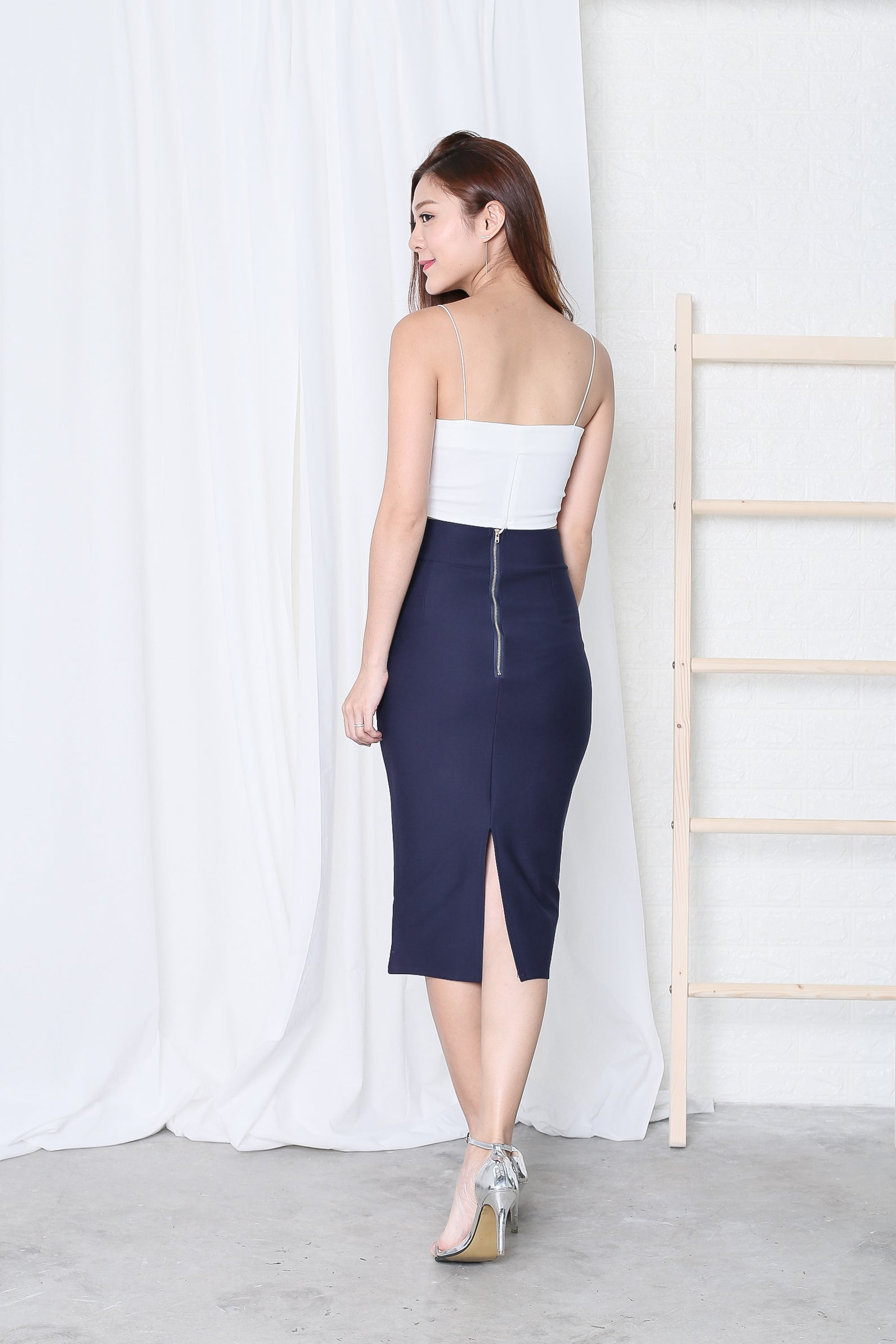 CLASSIC SLIT PENCIL SKIRT IN NAVY