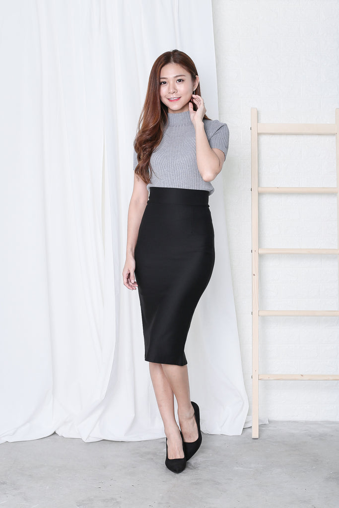 CLASSIC SLIT PENCIL SKIRT IN BLACK - TOPAZETTE