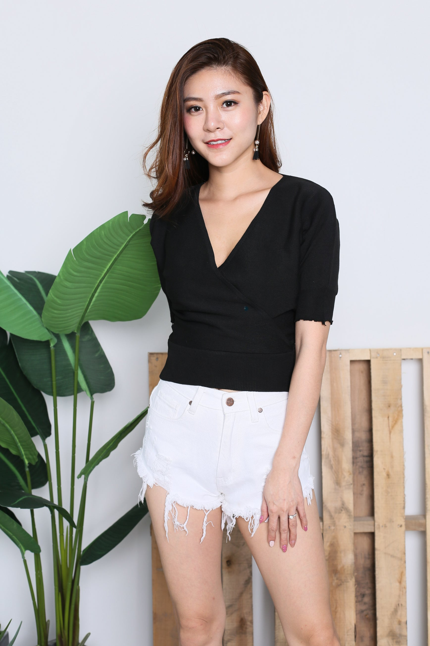 *RESTOCKED* GLENDA V KNIT TOP IN BLACK