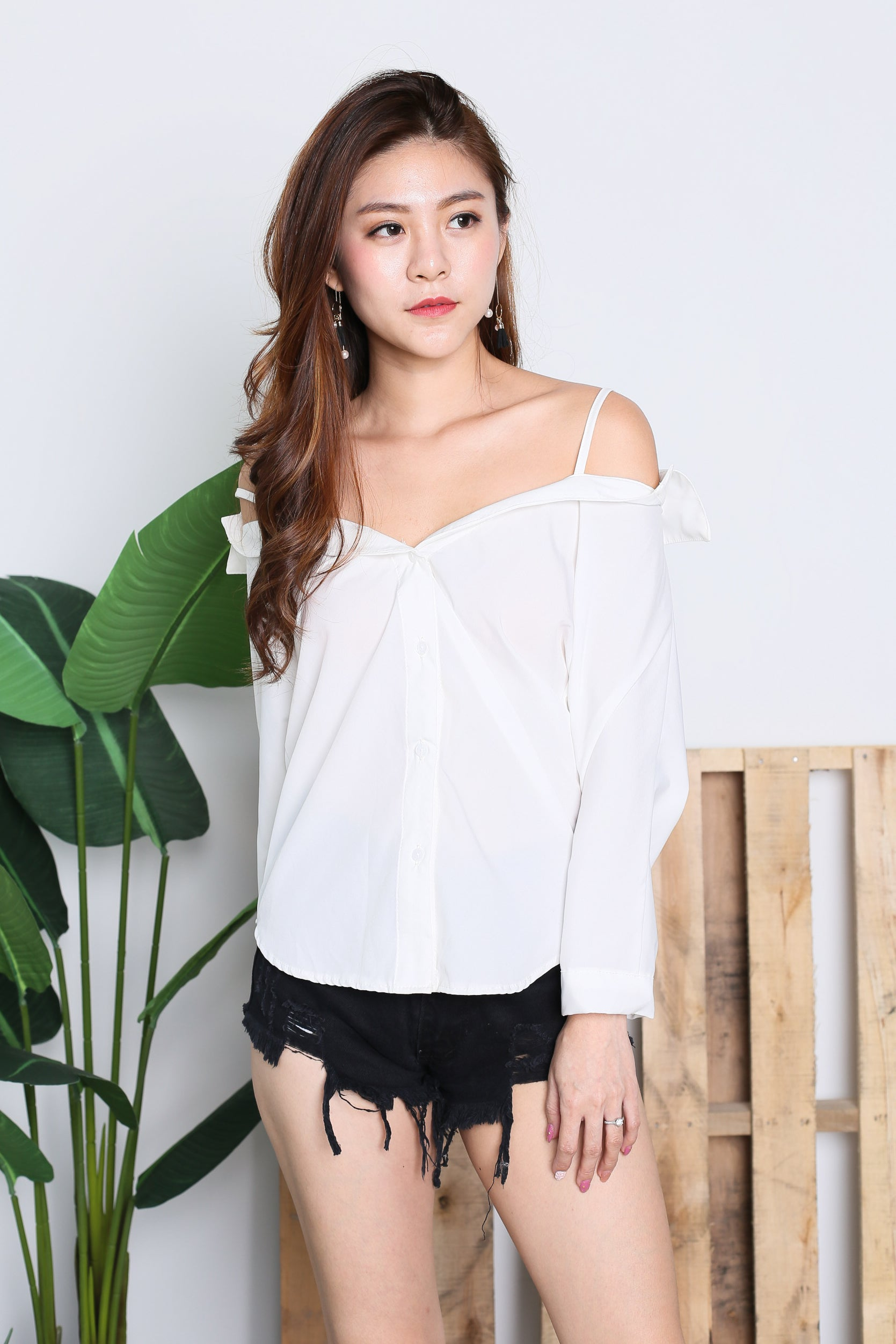 COLD SHOULDER BUTTONED TOP IN WHITE