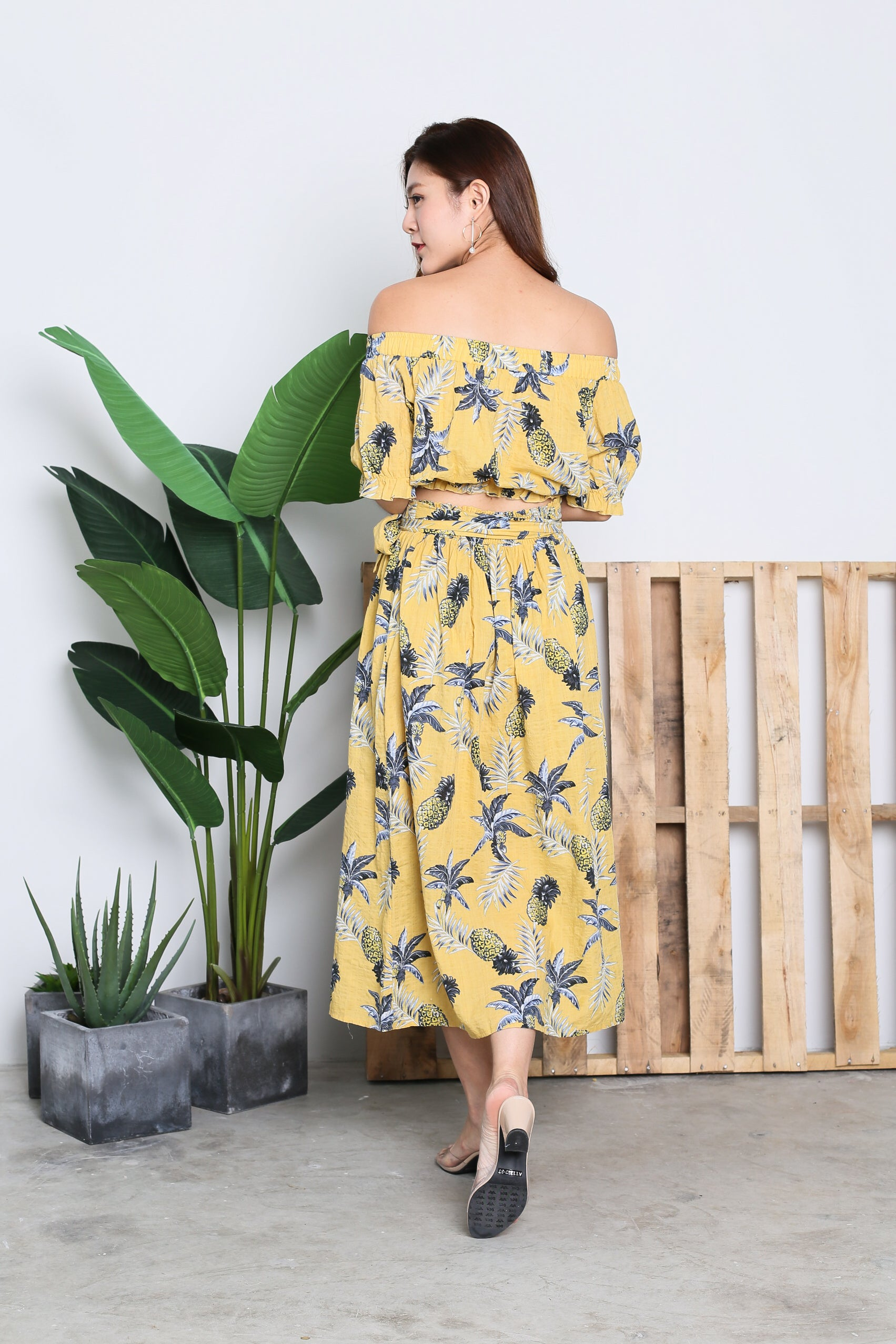 SPRINGTIME PINEAPPLE OFF SHOULDER TOP IN SUNSHINE