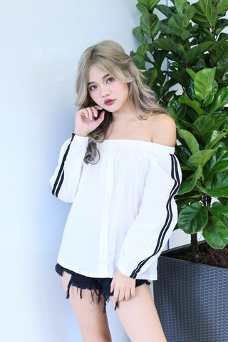 VARSITY OFF SHOULDER TOP IN WHITE