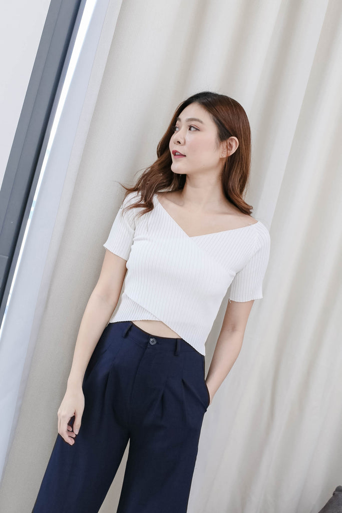 WILLA BASIC KNIT TOP IN WHITE
